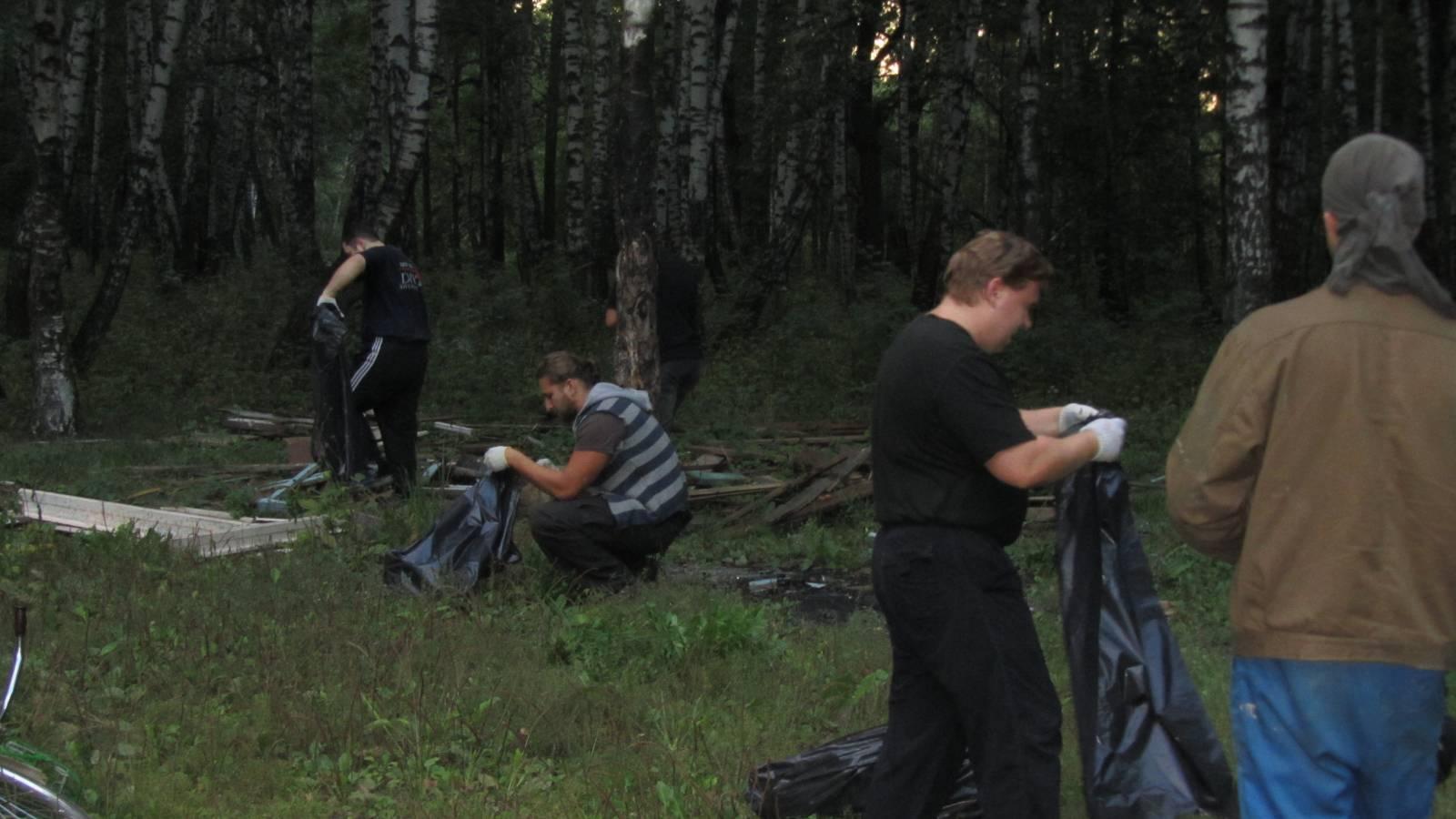 Связанная в лесу 6 фотография